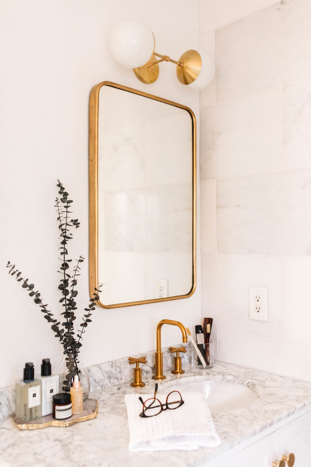New-Darlings-Master-Bathroom-with-Parachute-2-e1543341704385