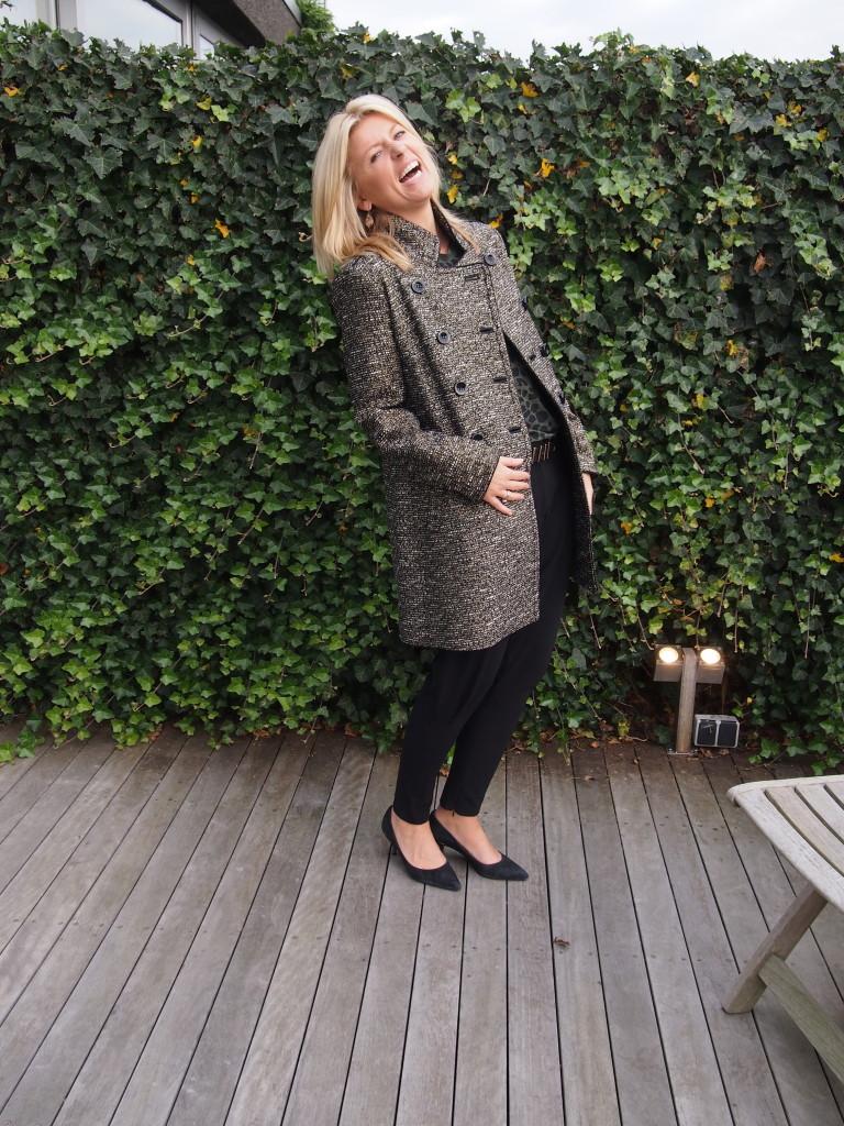 Deze jas is toch ook WAAW! Even lachen buiten op het terras hoor!