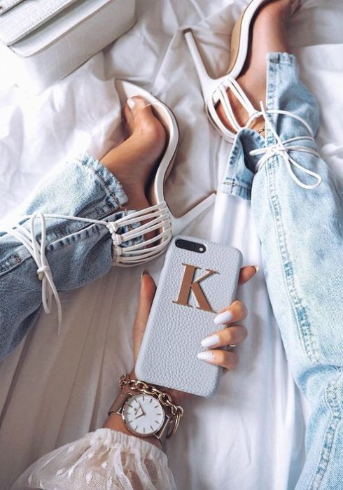 Maak je outfit compleet met een leuk telefoonhoesje