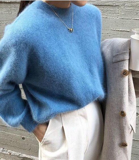 Deze kleur trui zie je momenteel overal!