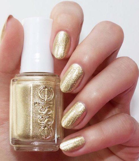Déze kleur nagellak is een trend tijdens feestdagen!