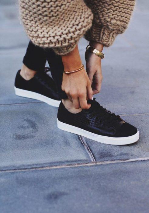 Dít is een grote sneaker trend van dit moment!