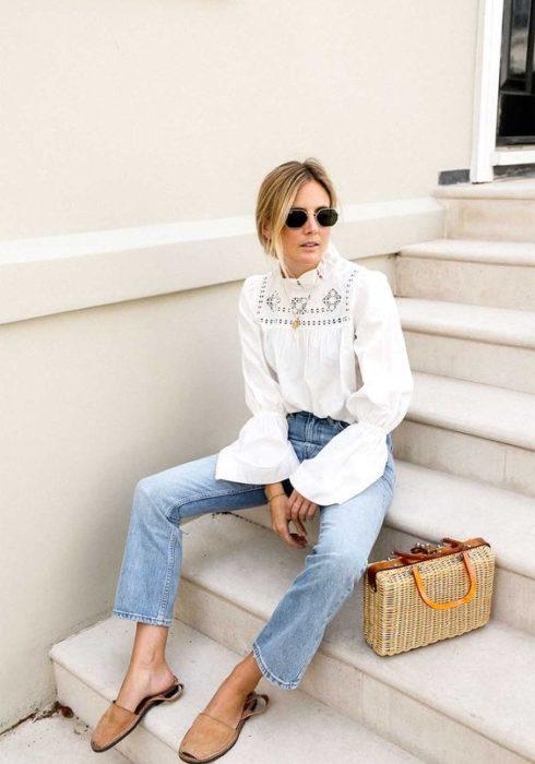 Déze witte blouse is momenteel een grote trend!