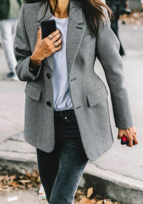 Zó style je een grijze jeans het aller beste!