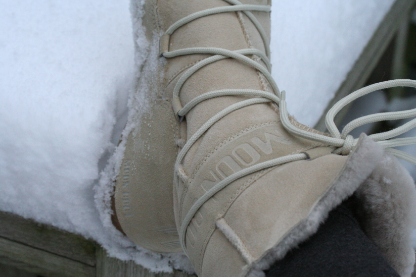 Yess! It's snowing …MOONBOOT-time!